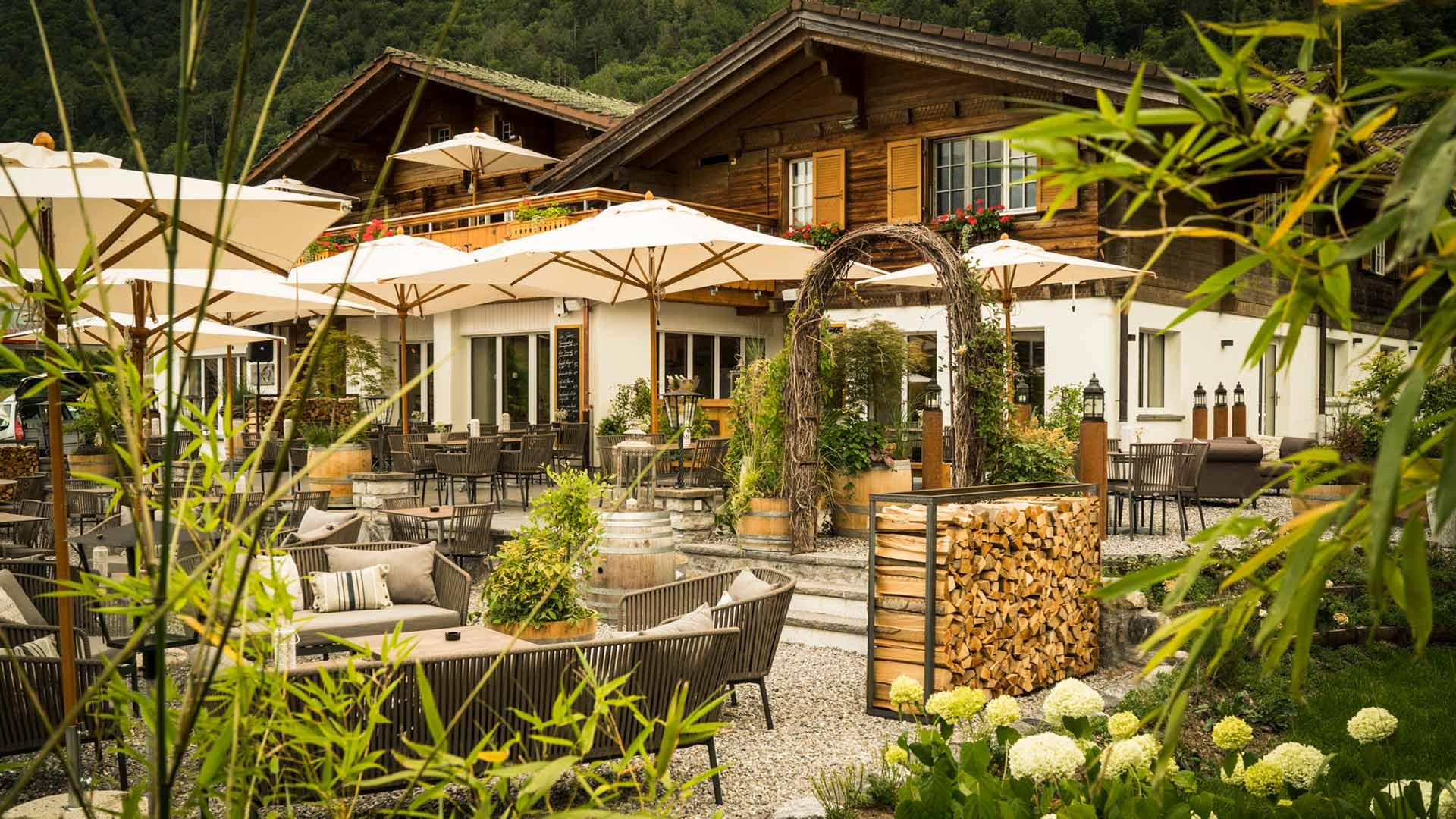 hotel-restaurant-burgseeli-terrasse-schirme-ambiente