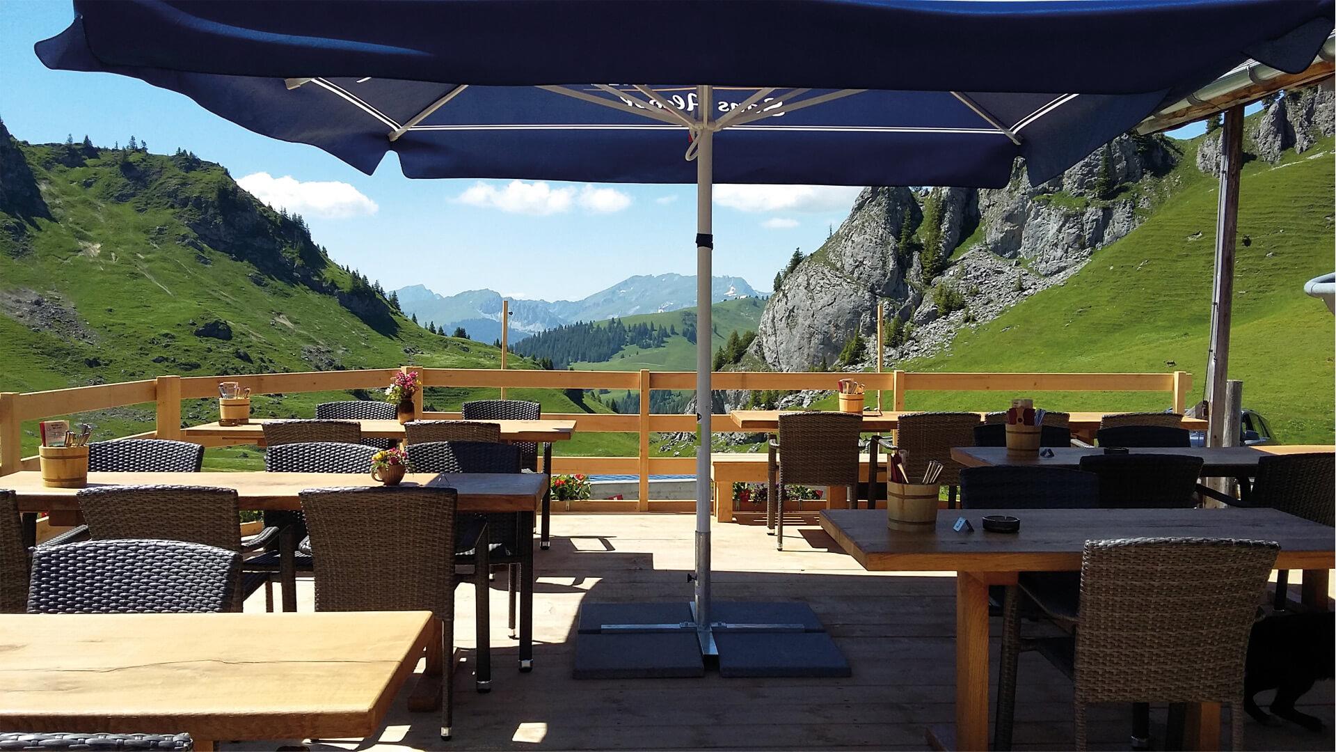 berggasthaus-stierenberg-terrasse-aussicht