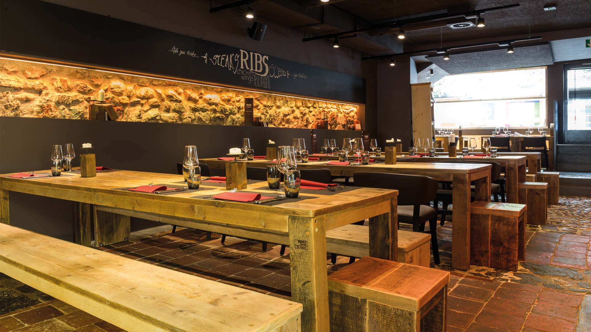 ribs-steakhouse-tische
