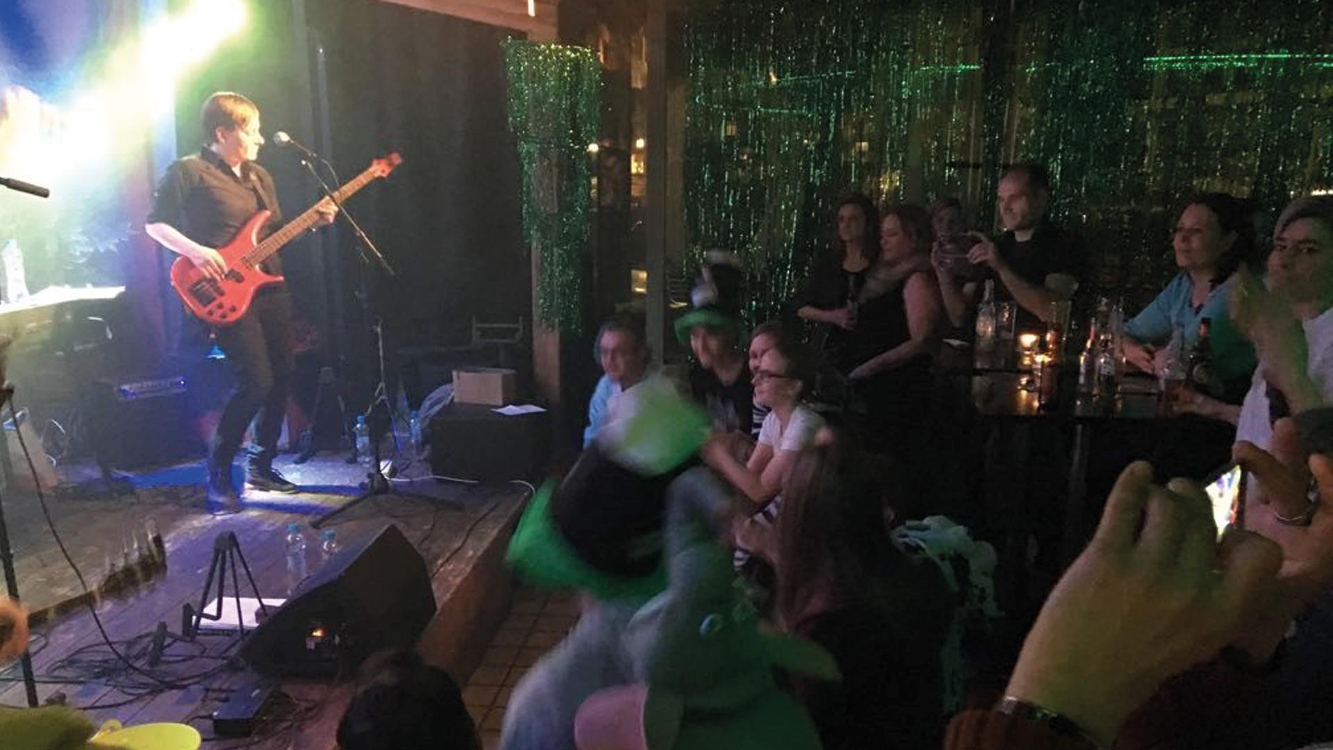 rox-music-bar-disco-live-2