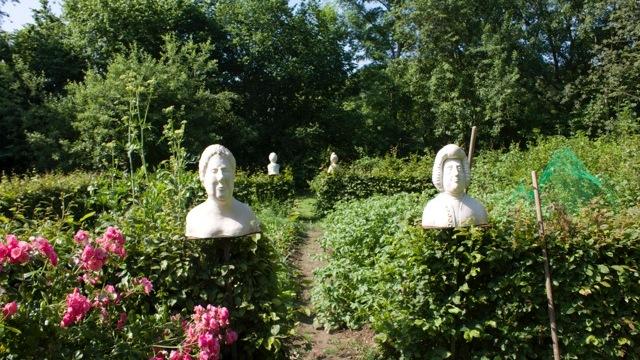 Klosterhof_Brunshausen_-_Bad_Gandersheim_-_Kunsthandwerk_im_Garten_01.jpg