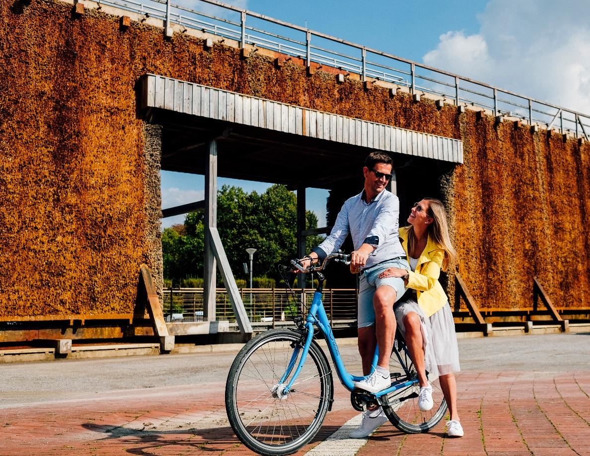 Staatsbad Salzuflen - Paar mit Fahrrad - Fahrradverleih