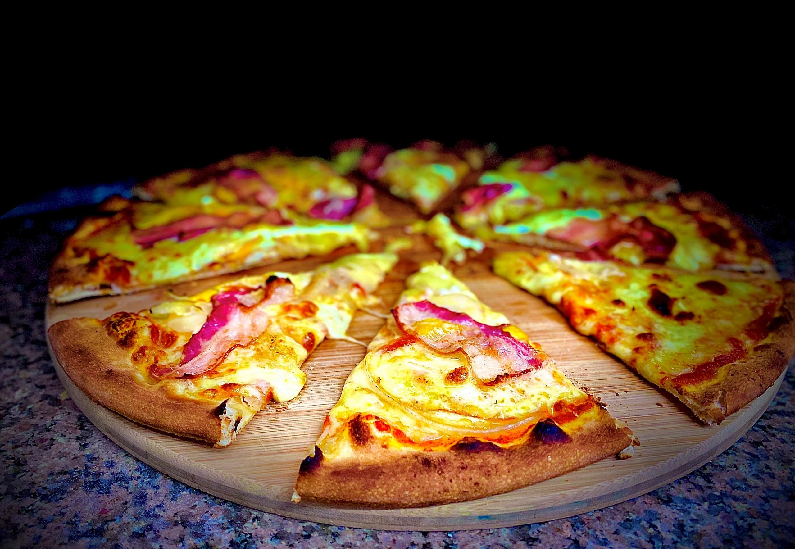 aeschi-pizza-essen-pizza