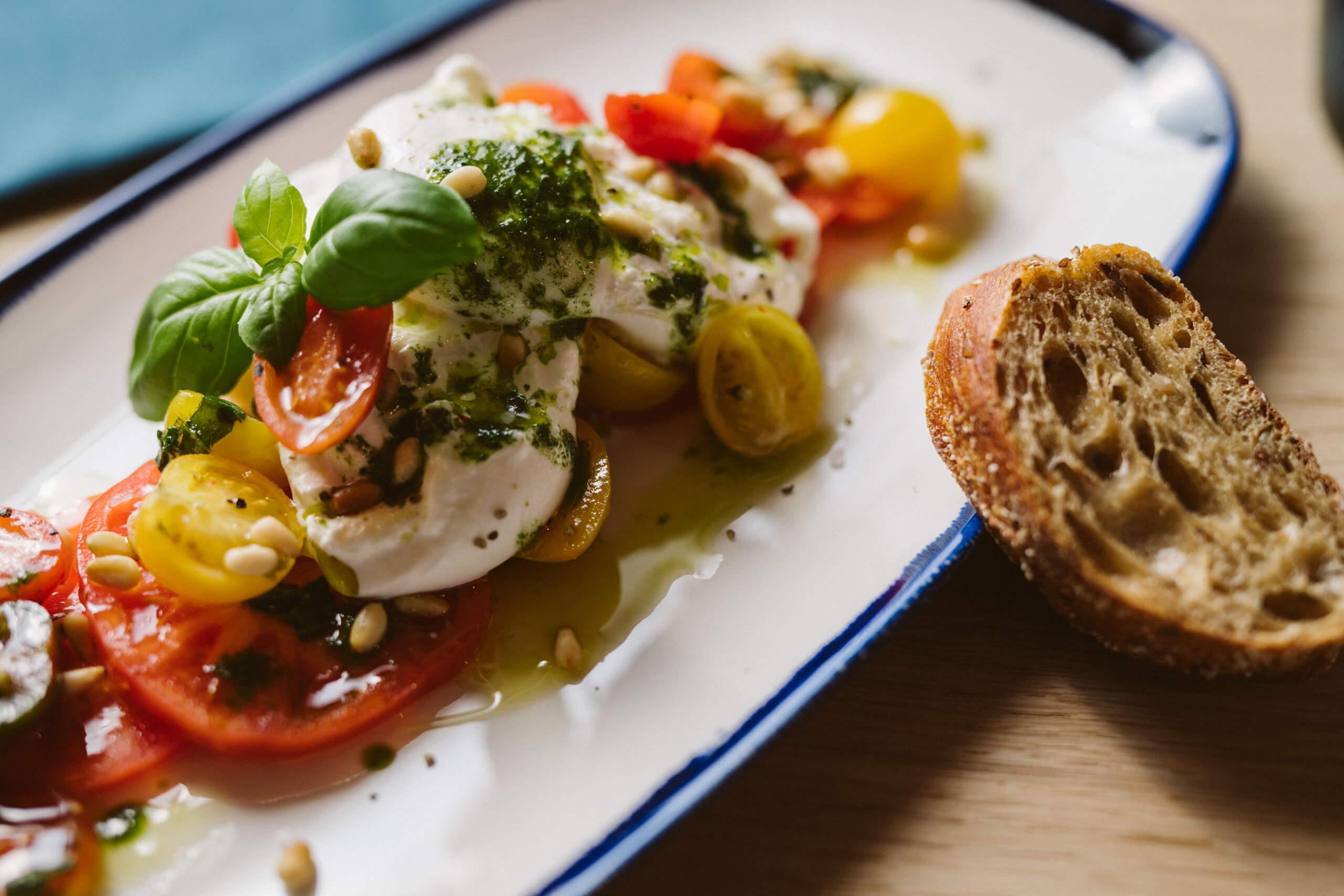 the-hey-restaurant-bar-salat