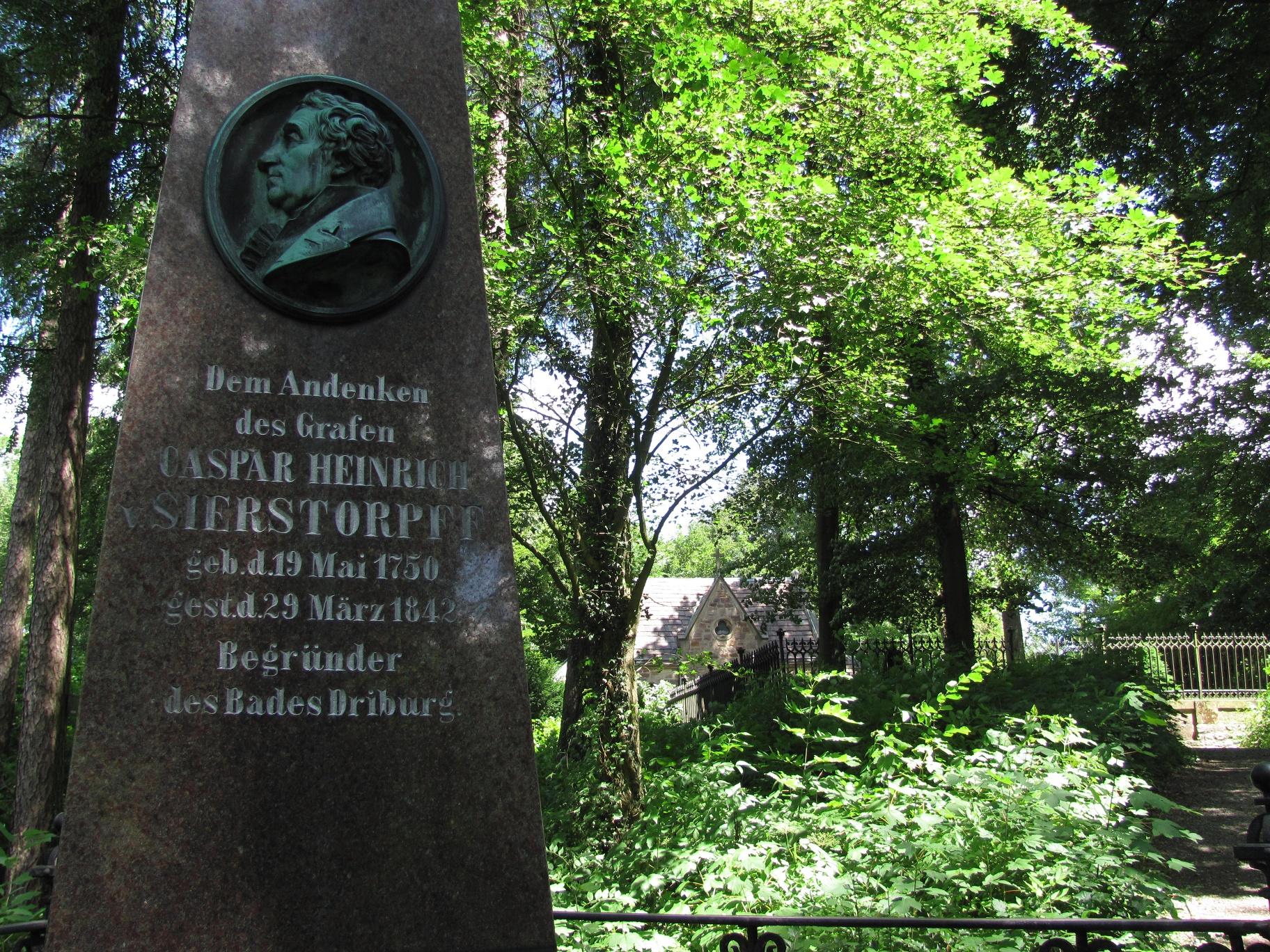 Mausoleum und Obelisk auf dem Rosenberg