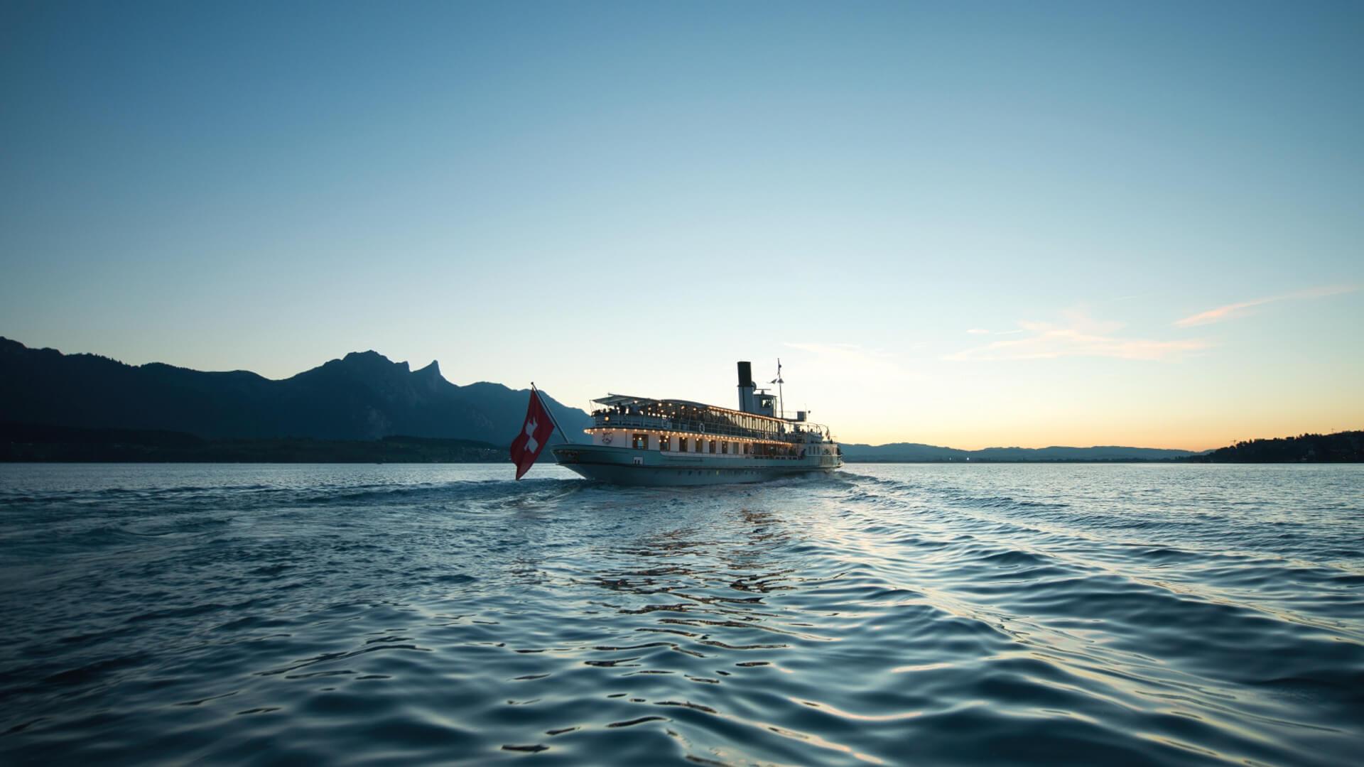 thunersee-schifffahrt-bluemlisalp-sommer-sonnenuntergang