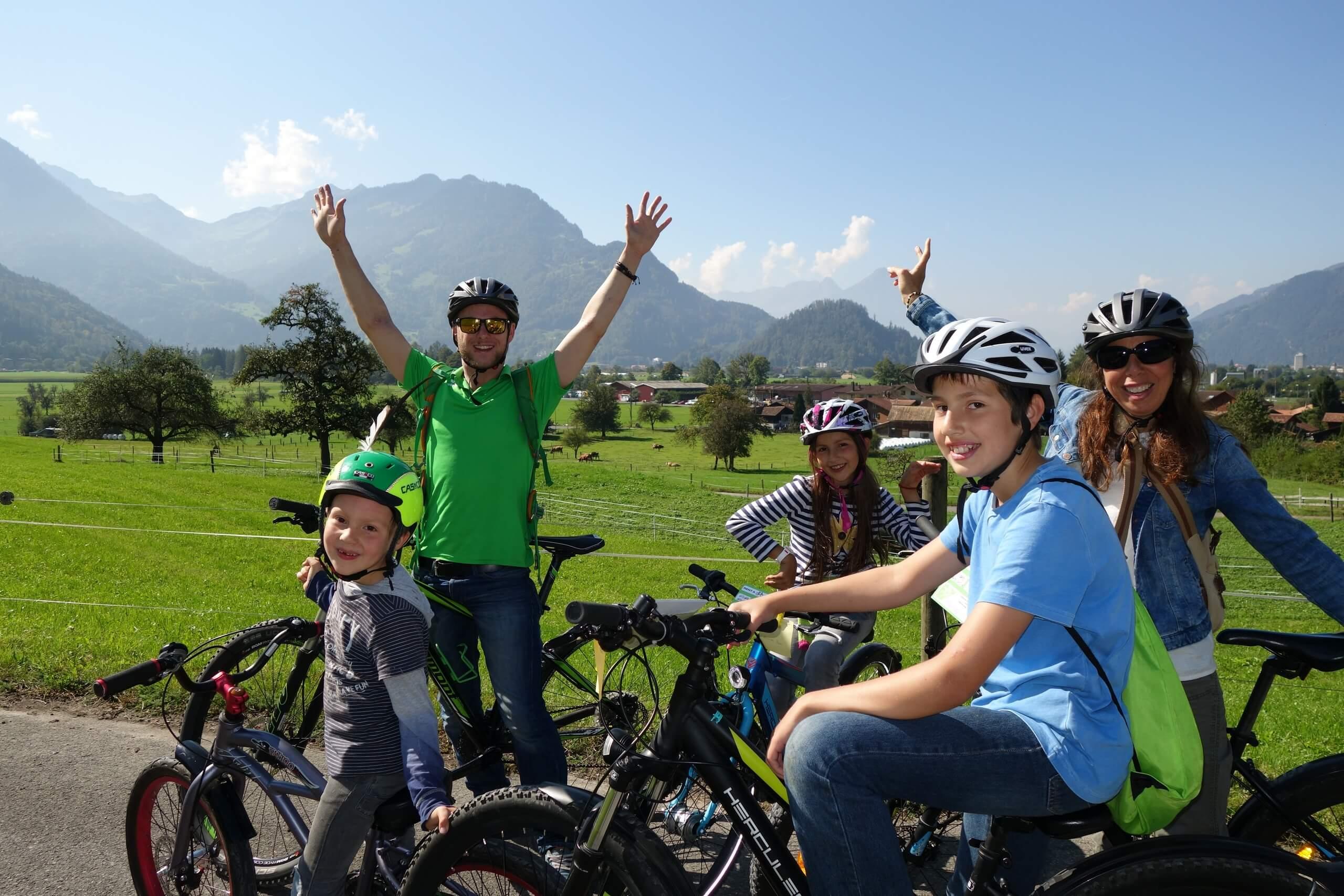 interlaken-flying-wheels-fahrrad-fahren-dorfrundfahrt-sommer