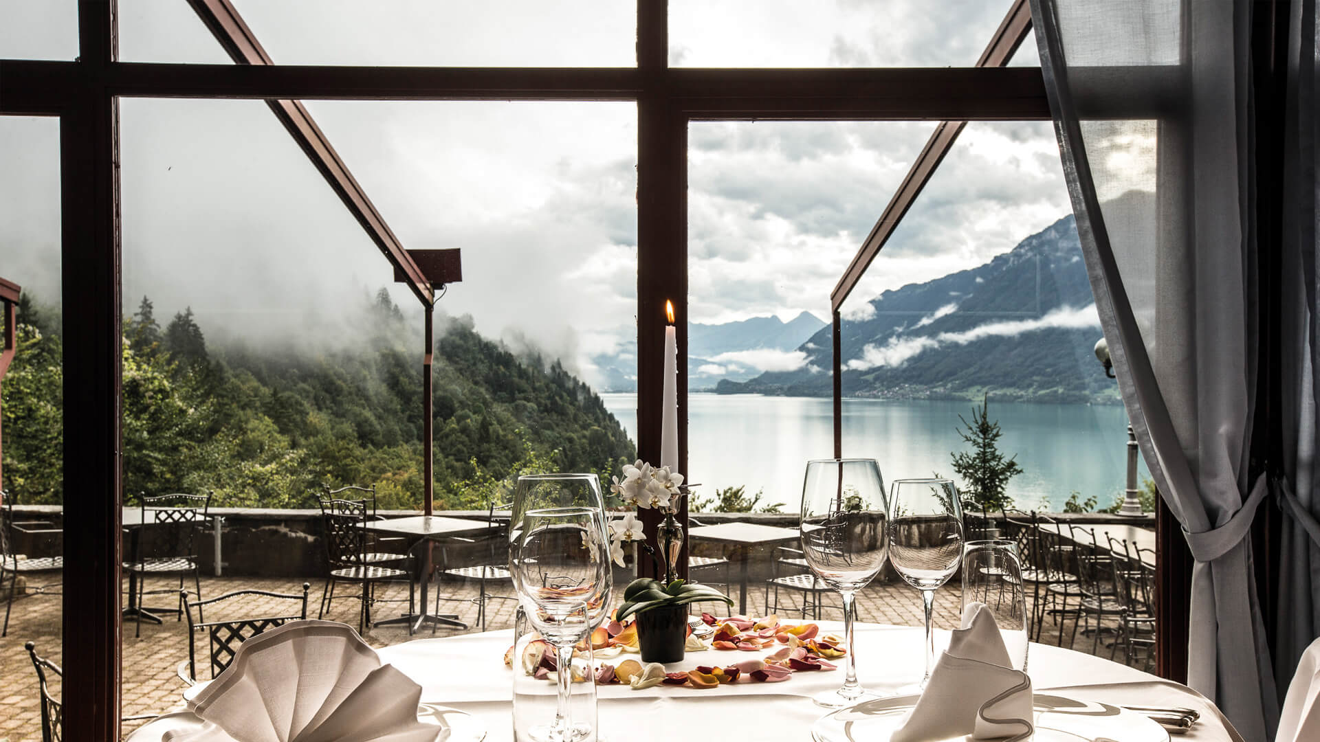 grandhotel-giessbach-restaurant-les-cascades-terrasse