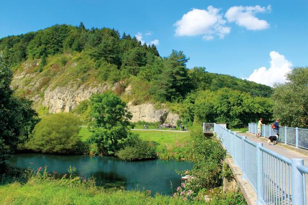 Diemelbrücke Ostheim vor der `Nase` des Schwiemelkopfs