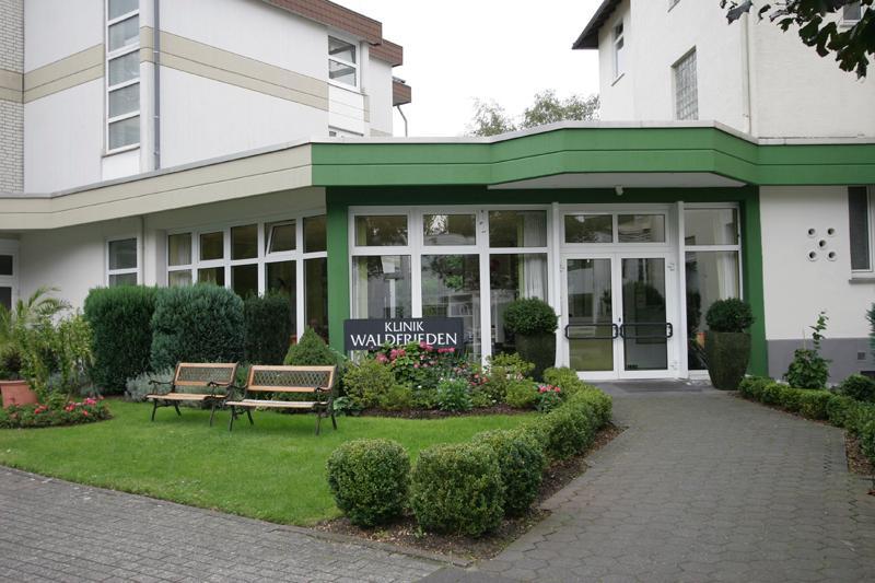Eingangsbereich Klinik Waldfrieden