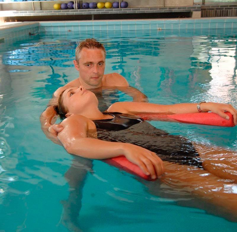 Im Schwimmbad des HolsingVital