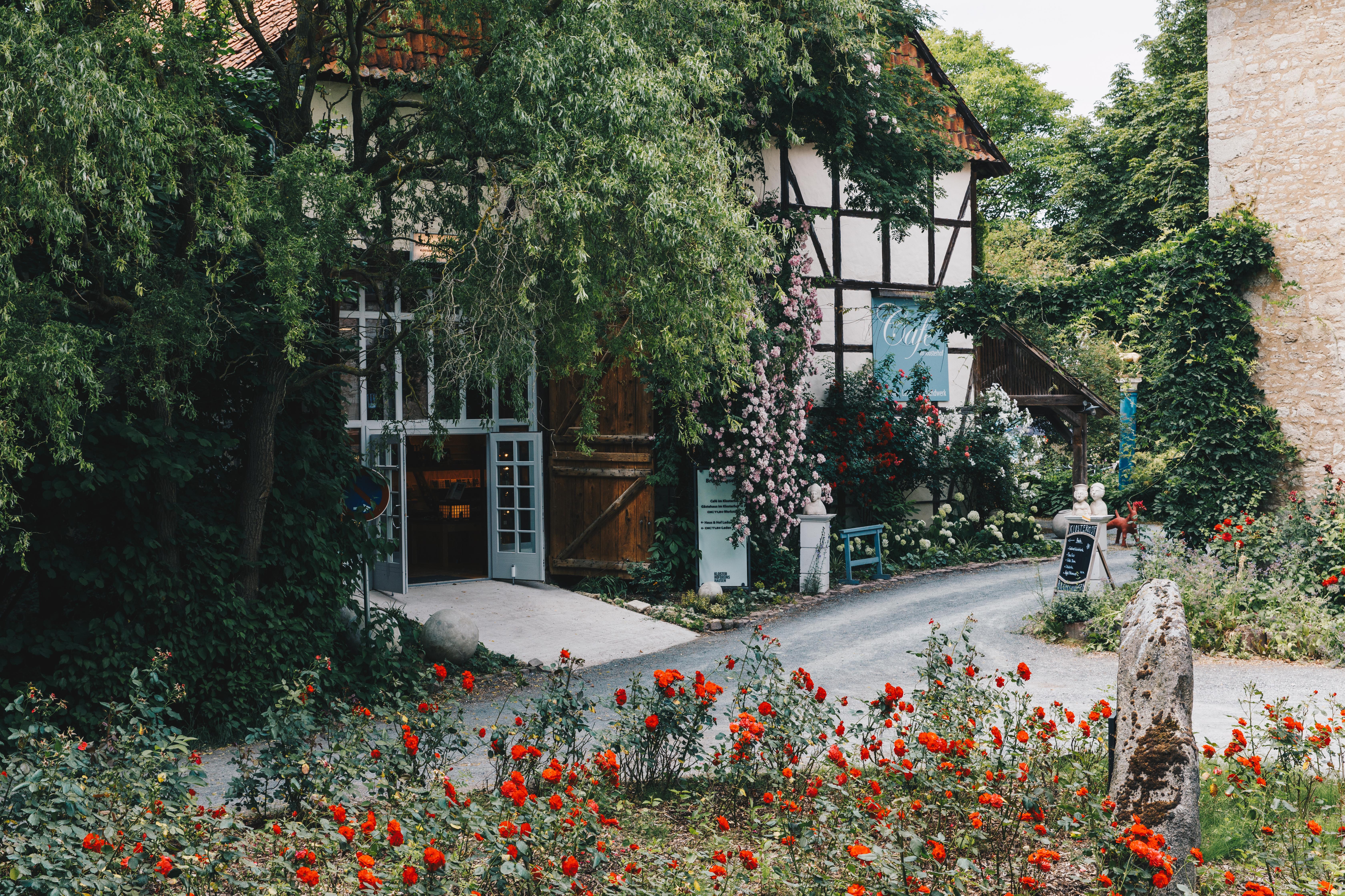 Klosterhof Brunshausen - Eingang zum Hofladen