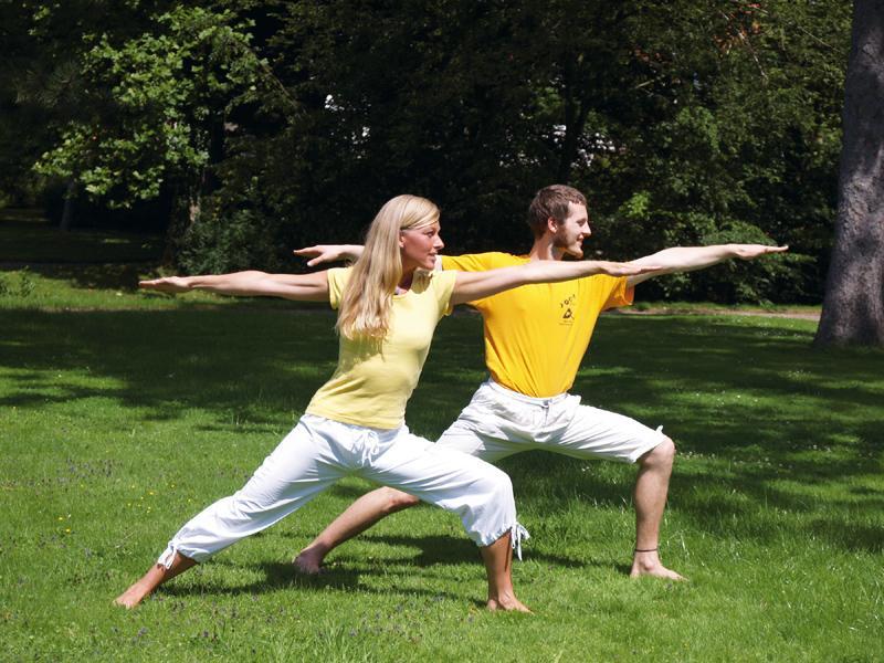 """Zwei Helden"" Yoga Vidya"