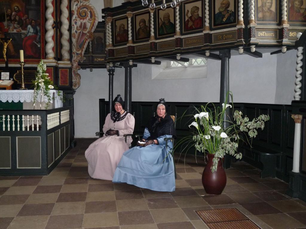Stiftsdamen in Stiftskirche