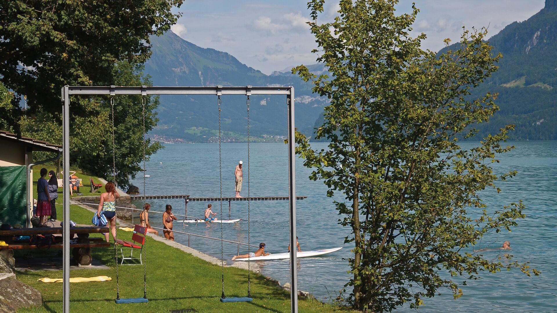 niederried-freibad-sommer-spielplatz-brienzersee