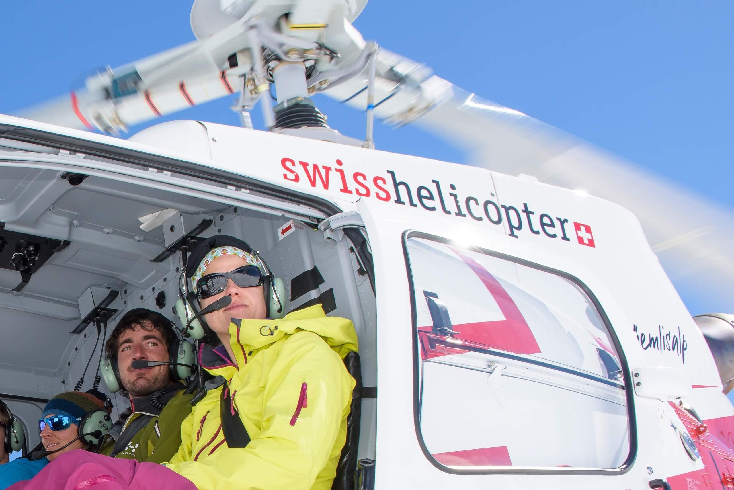 swiss-helicopter-ausblick-winter-berge