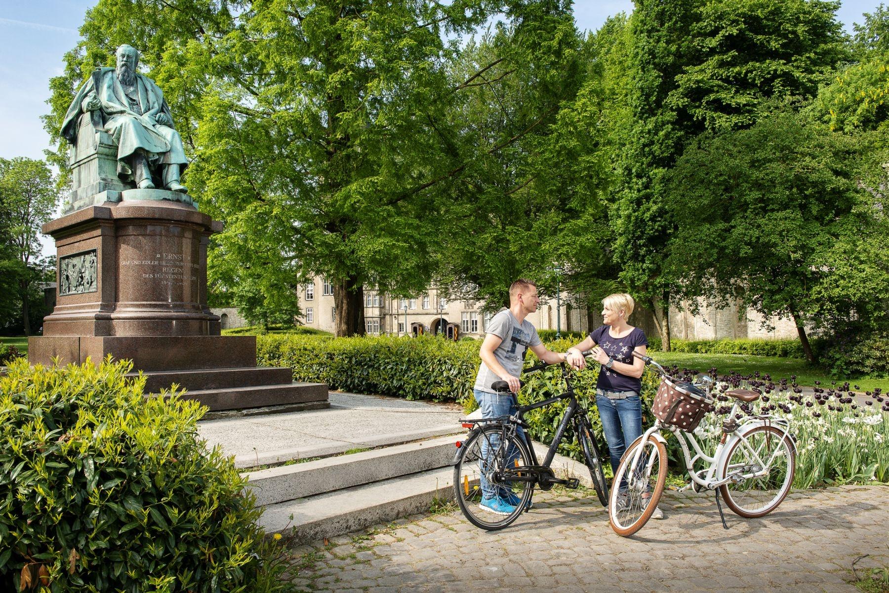 Statue von Ernst zur Lippe am Fürstlichen Residenzschloss Detmold