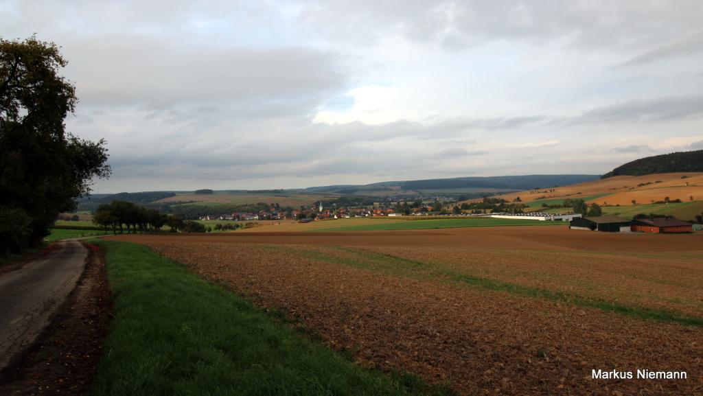 Weserhöhen_Blick_ins_Nethetal_auf_Erkeln