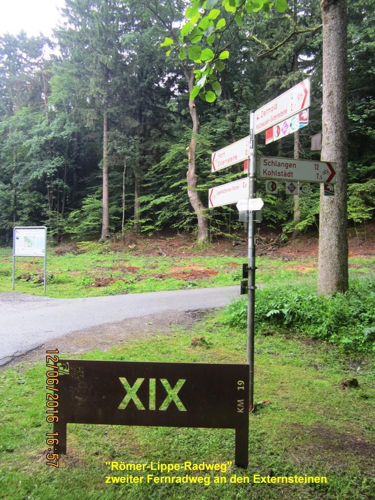 Kreuzungspunkt touristischer Rad- und Wanderwege an den Externsteinen