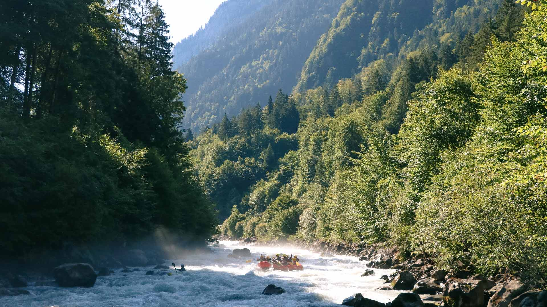 river-rafting-sommer-boote-adventure-wasser