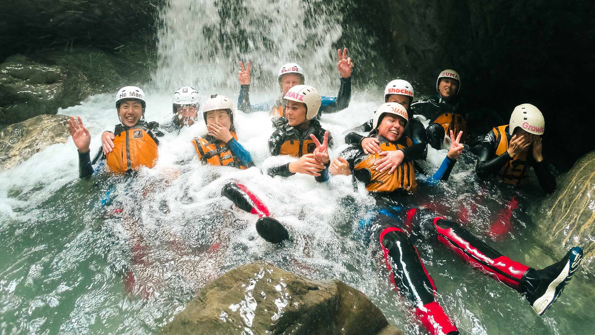 canyoning-outdoor-gruppenfoto-wasser