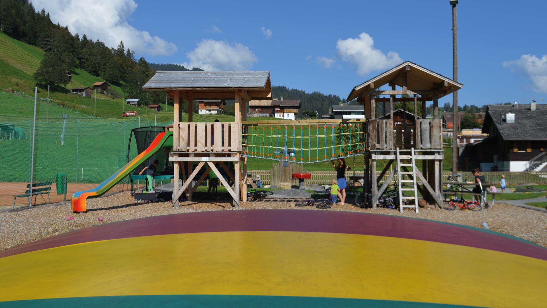 beatenberg-spielplatz-spielturm