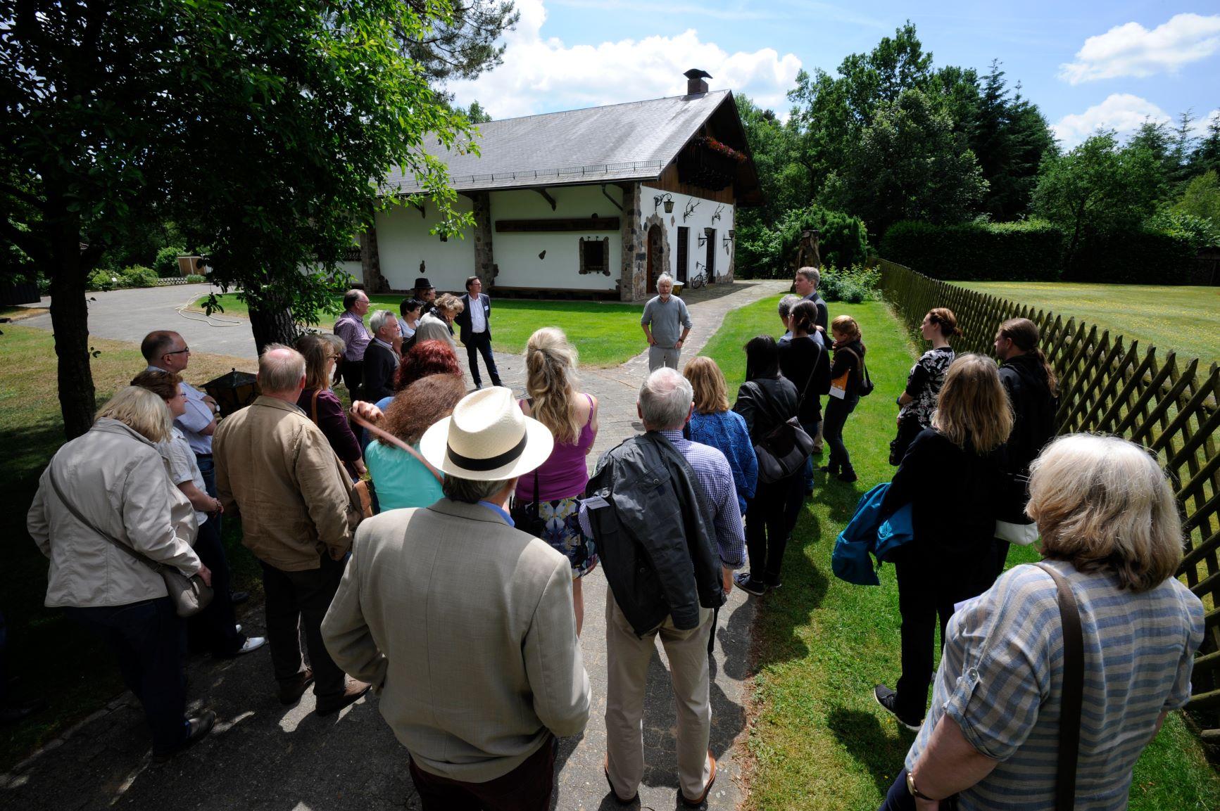 Gruppe vor dem Jagdmuseum