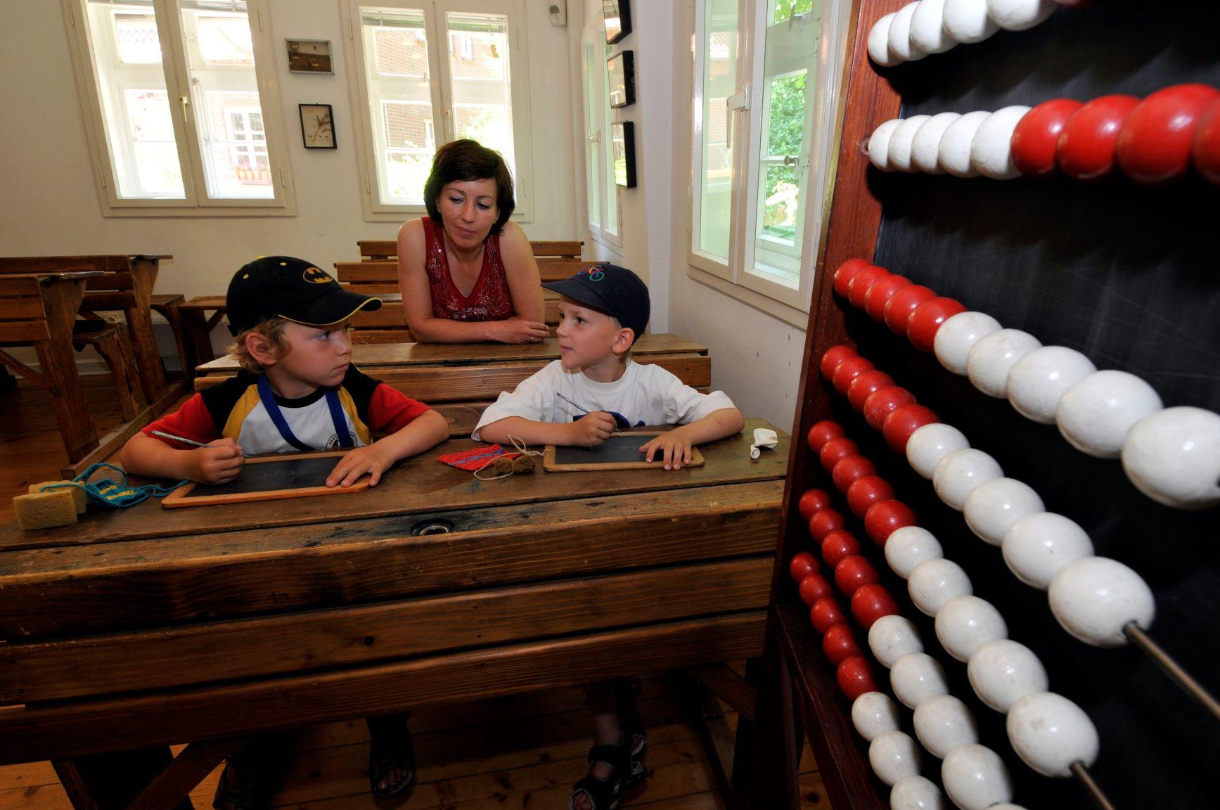 Kinder im Schulmuseum Steinhorst