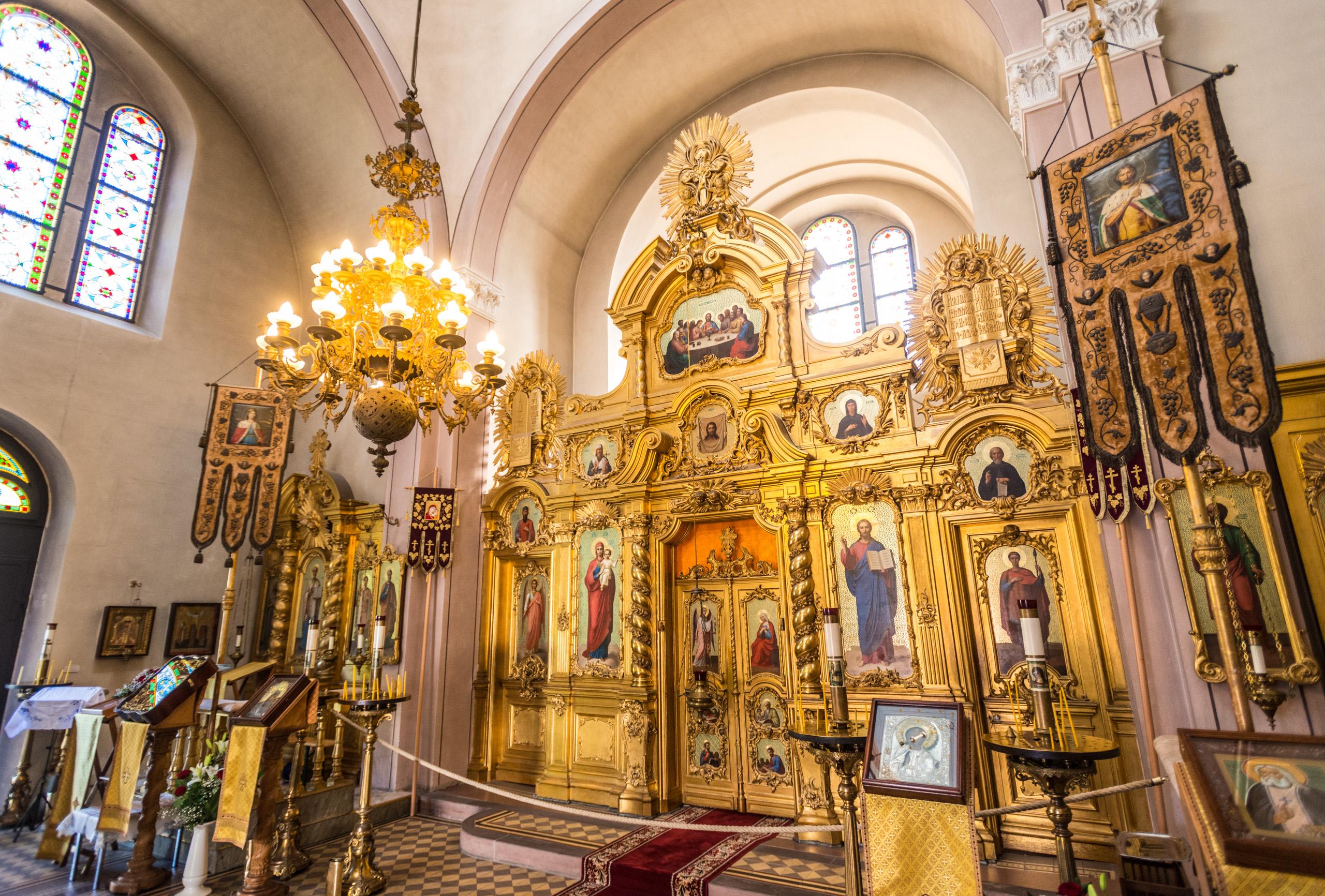 Wertvolle Ikonostase in der Russischen Kirche