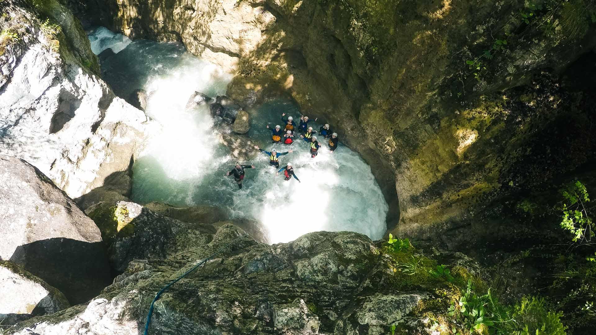 canyoning-schlucht-gruppe-wasser