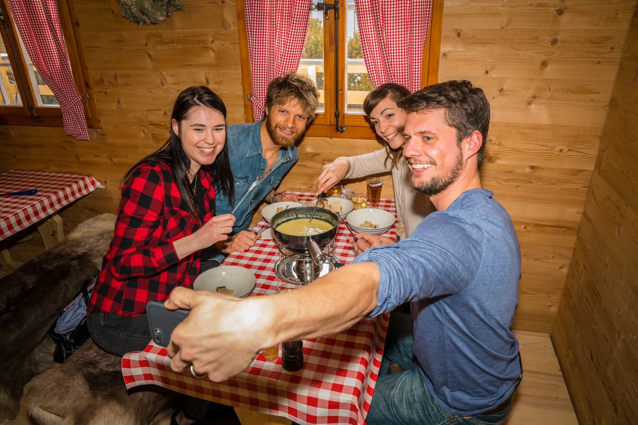 brienz-hot-pot-restaurant-fondue-winter-essen