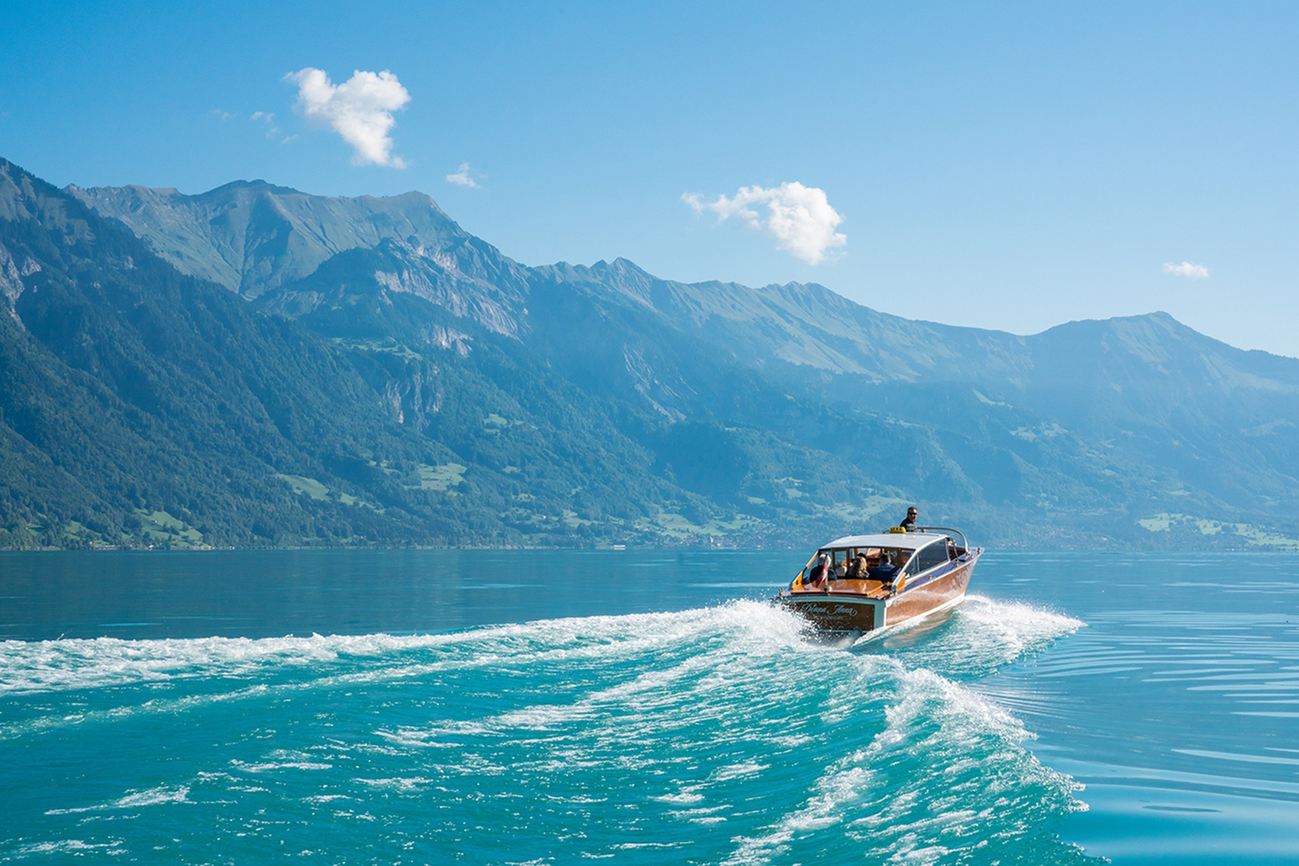 donna-anna-herbst-brienzersee-back-cruise-welle-boot-pedalo
