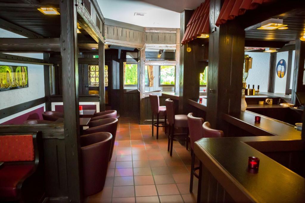 Wohlfühlhotel DER JÄGERHOF Willebadessen - Bar `Jägerstube`