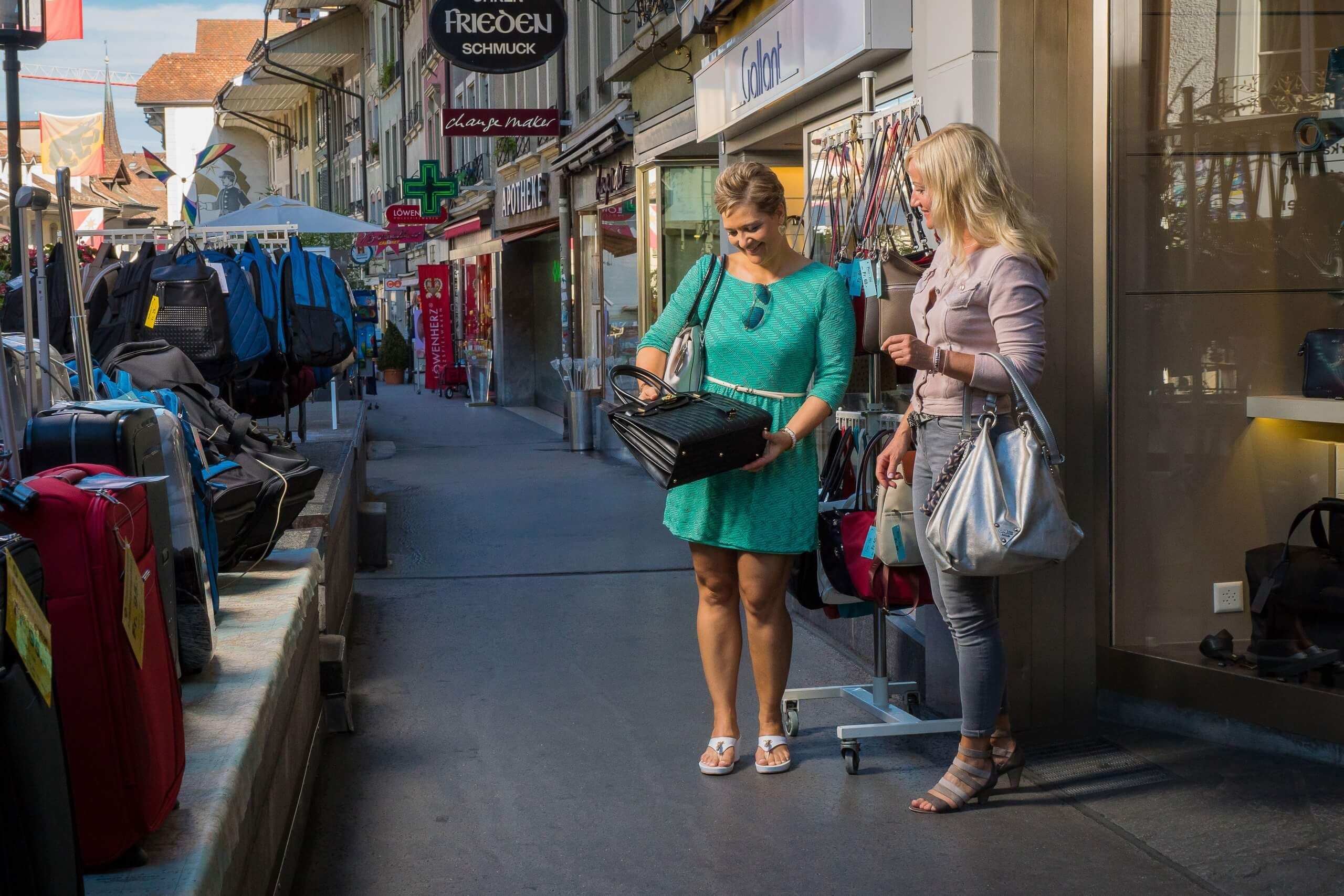 thun-altstadt-shopping-laden-sommer