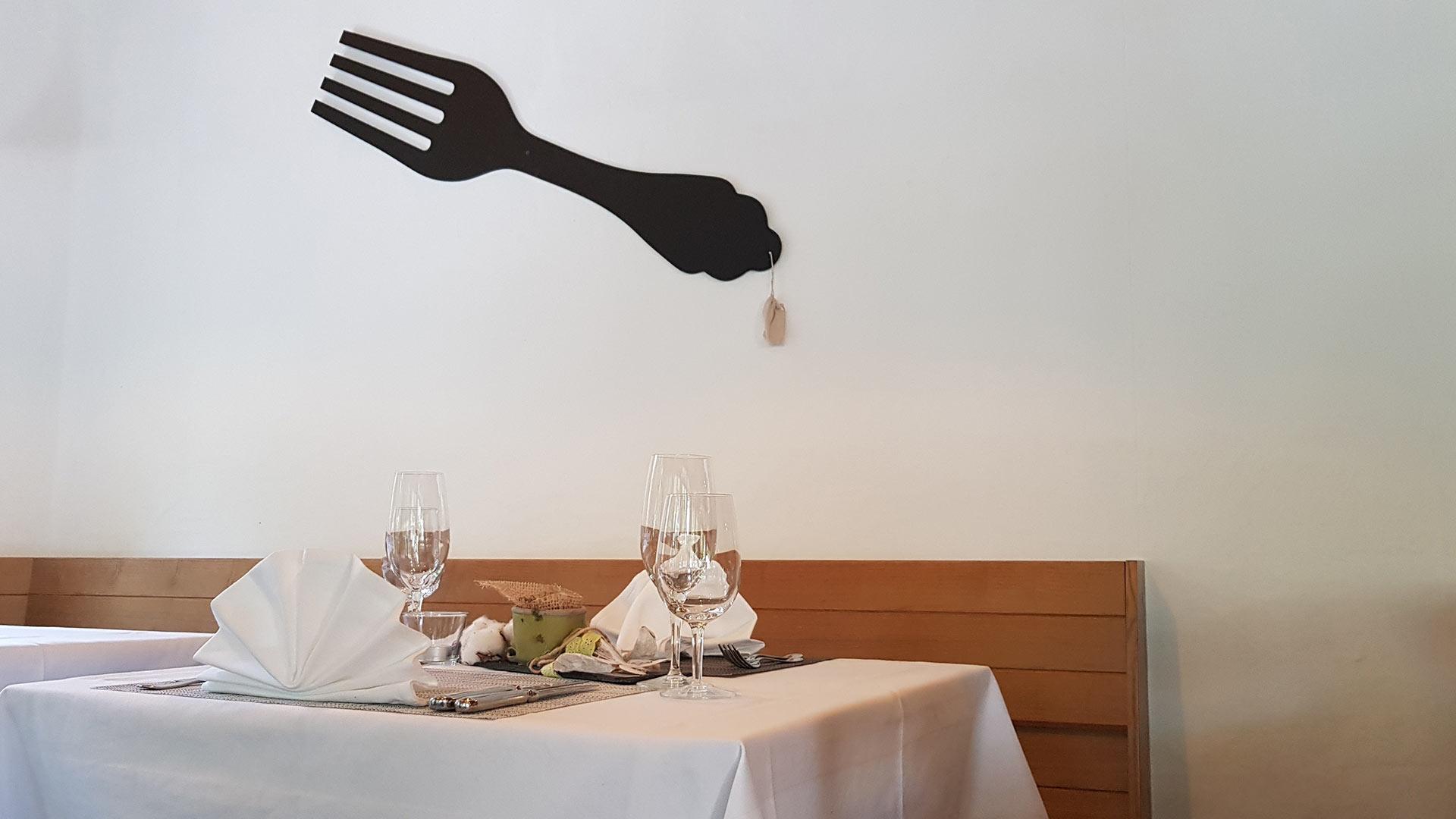 hotel-alpha-thun-speisesaal-tisch