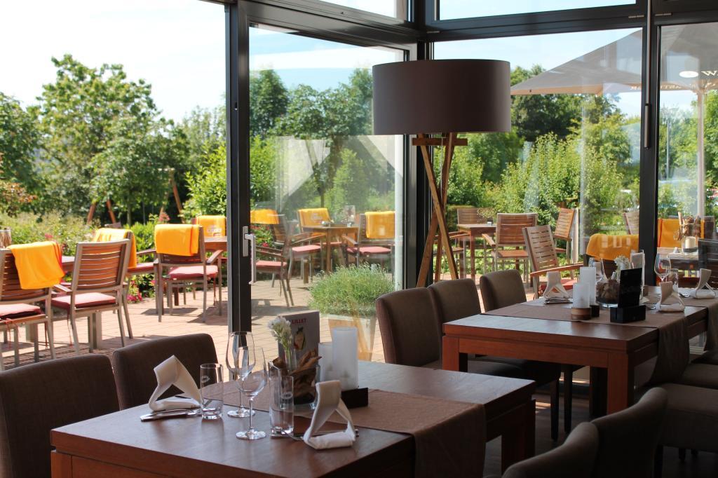 Blick aus dem Restaurant Airport Hotel Paderborn