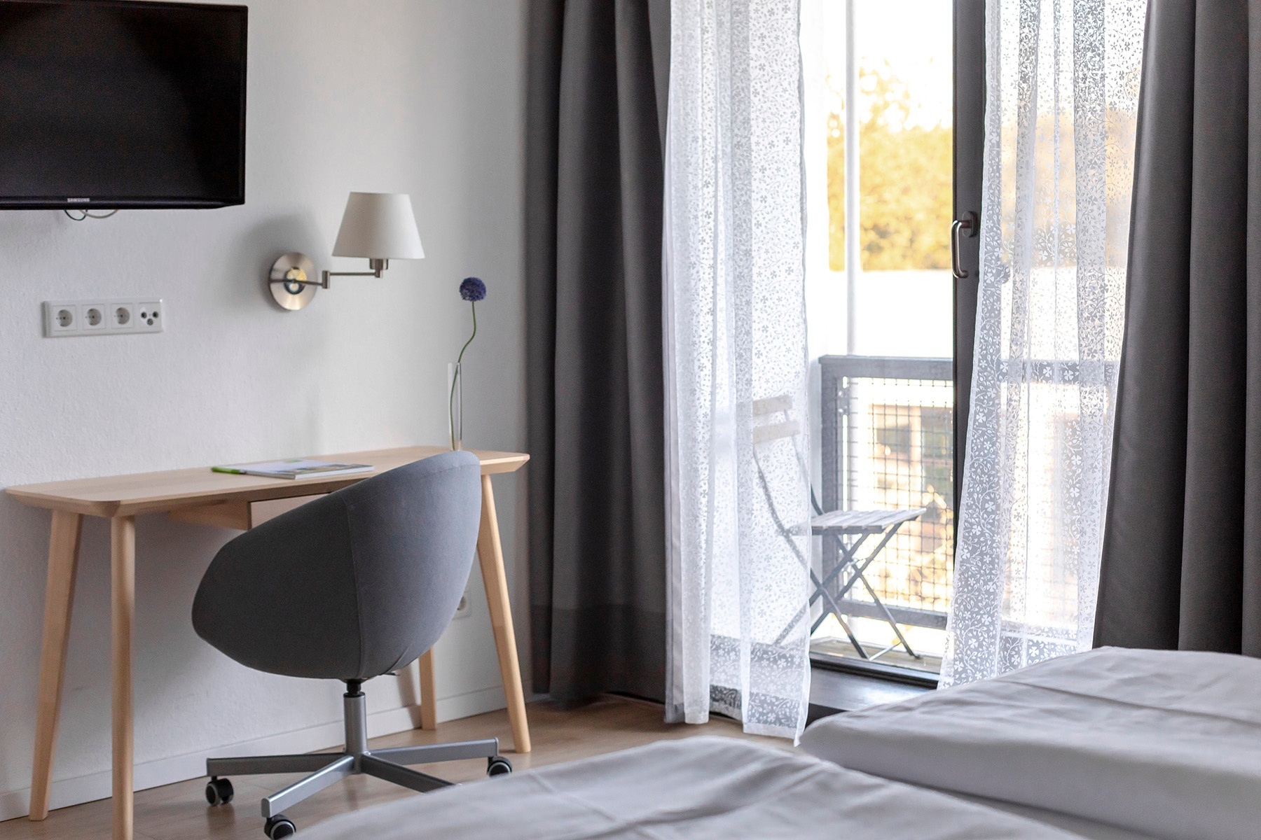 Schreibtisch im Doppelzimmer Haus Neuland