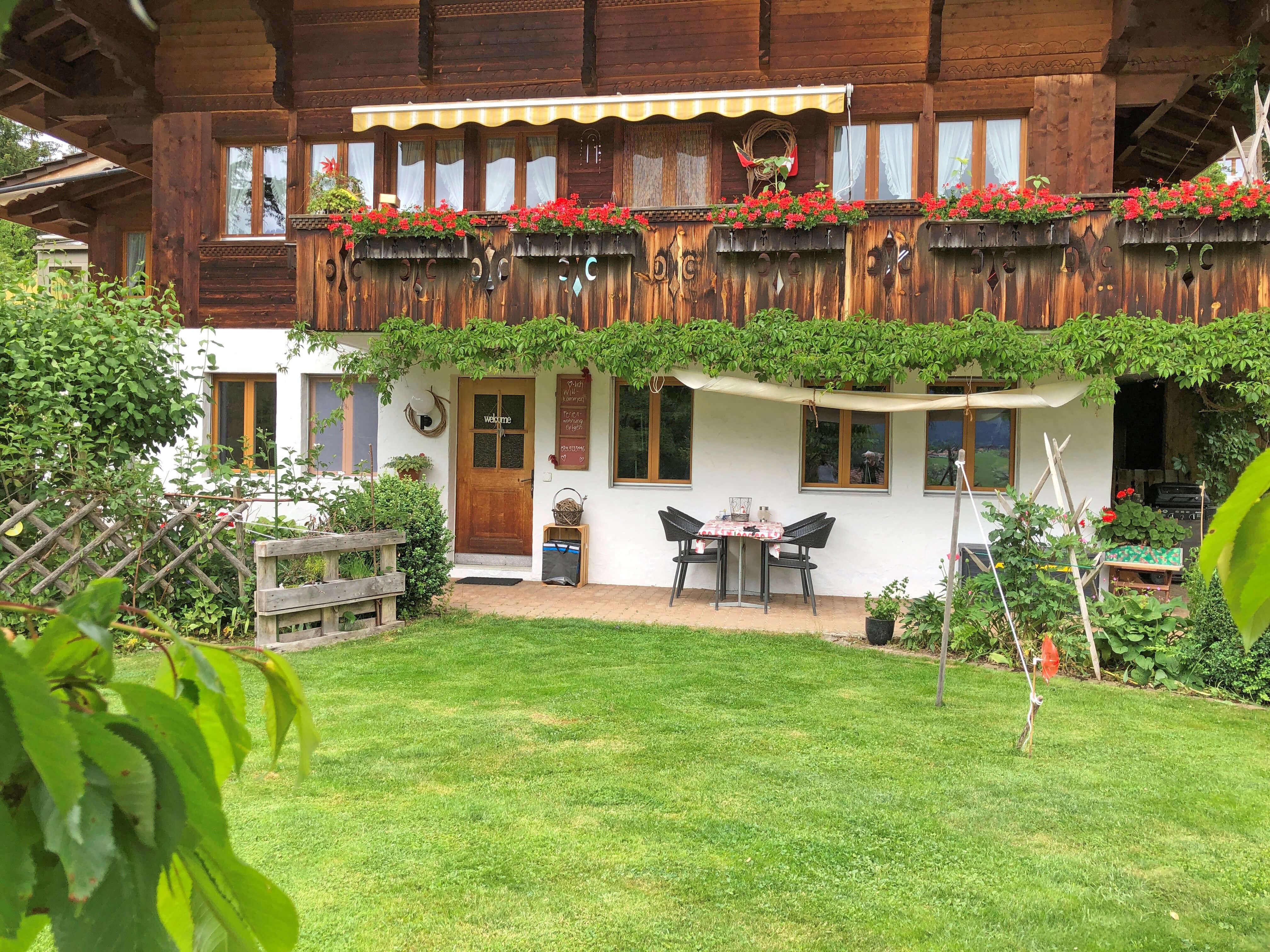 Gartensitzplatz mit Rasen