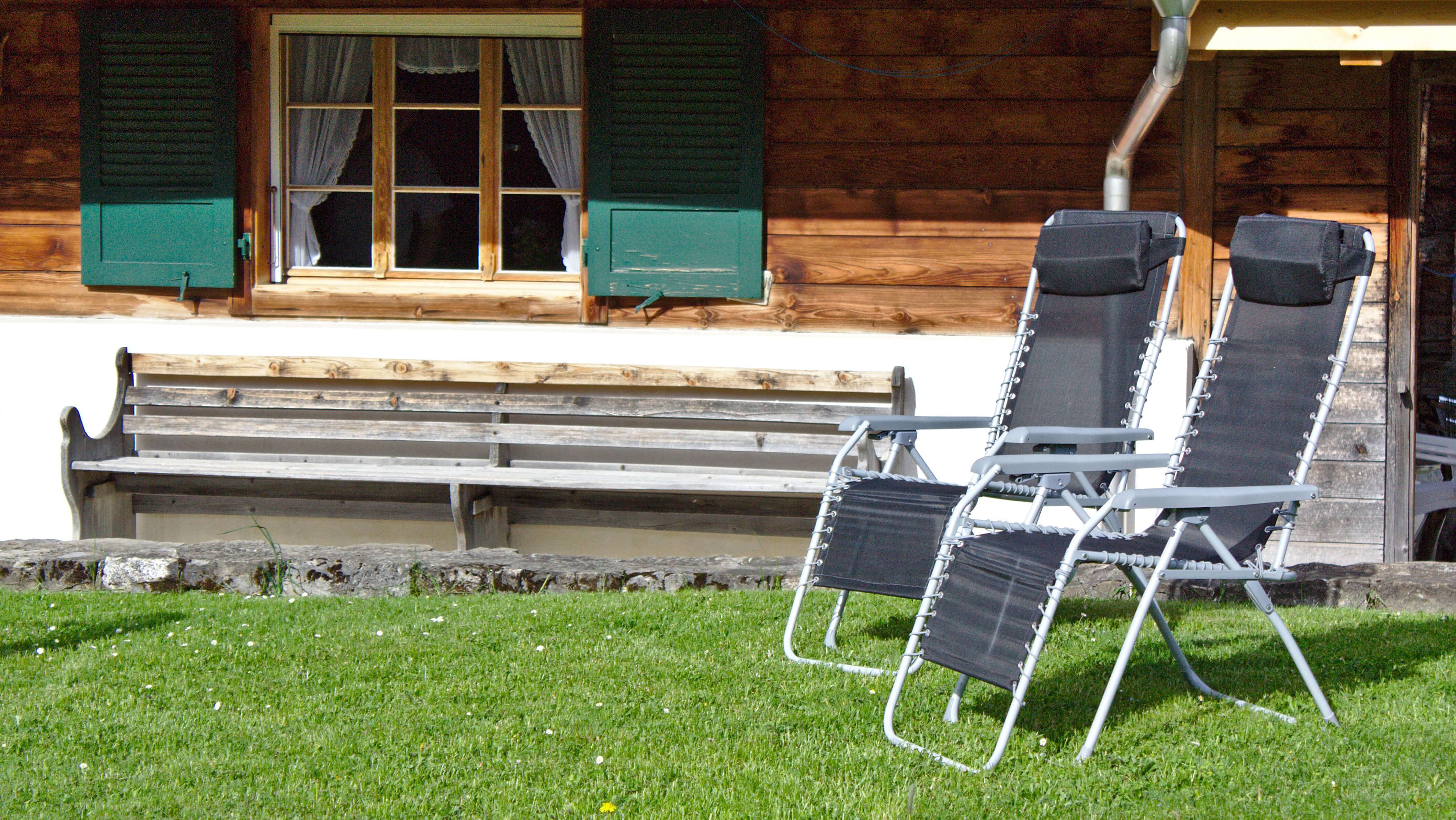 Liegestühle Sommer Rasen Aussenplatz