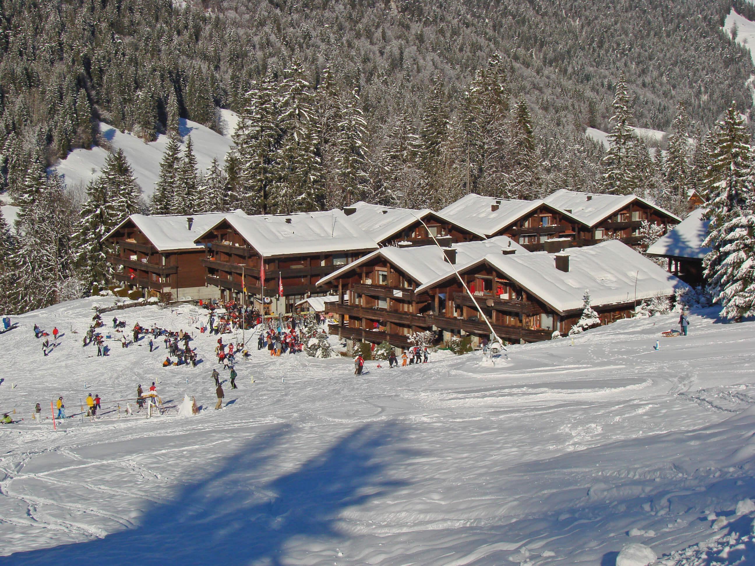 Aussenansicht Winter Skipiste Skischule
