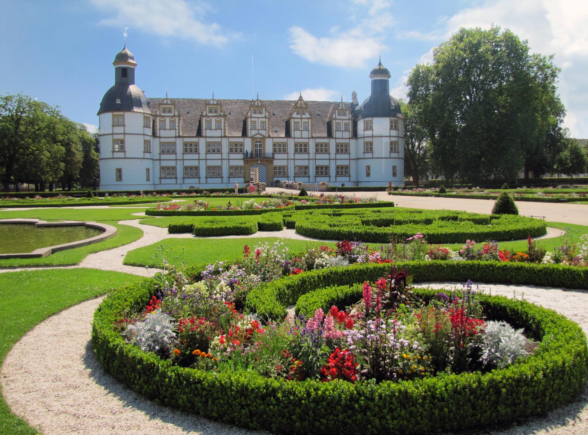 Barocke Blütenpracht im Neuhäuser Schlosspark