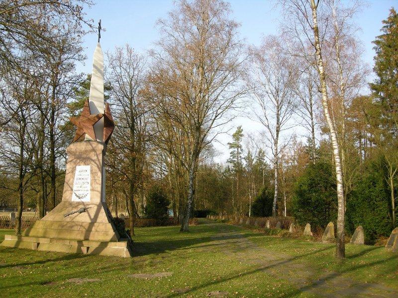 Obelisk auf dem Ehrenfriedhof