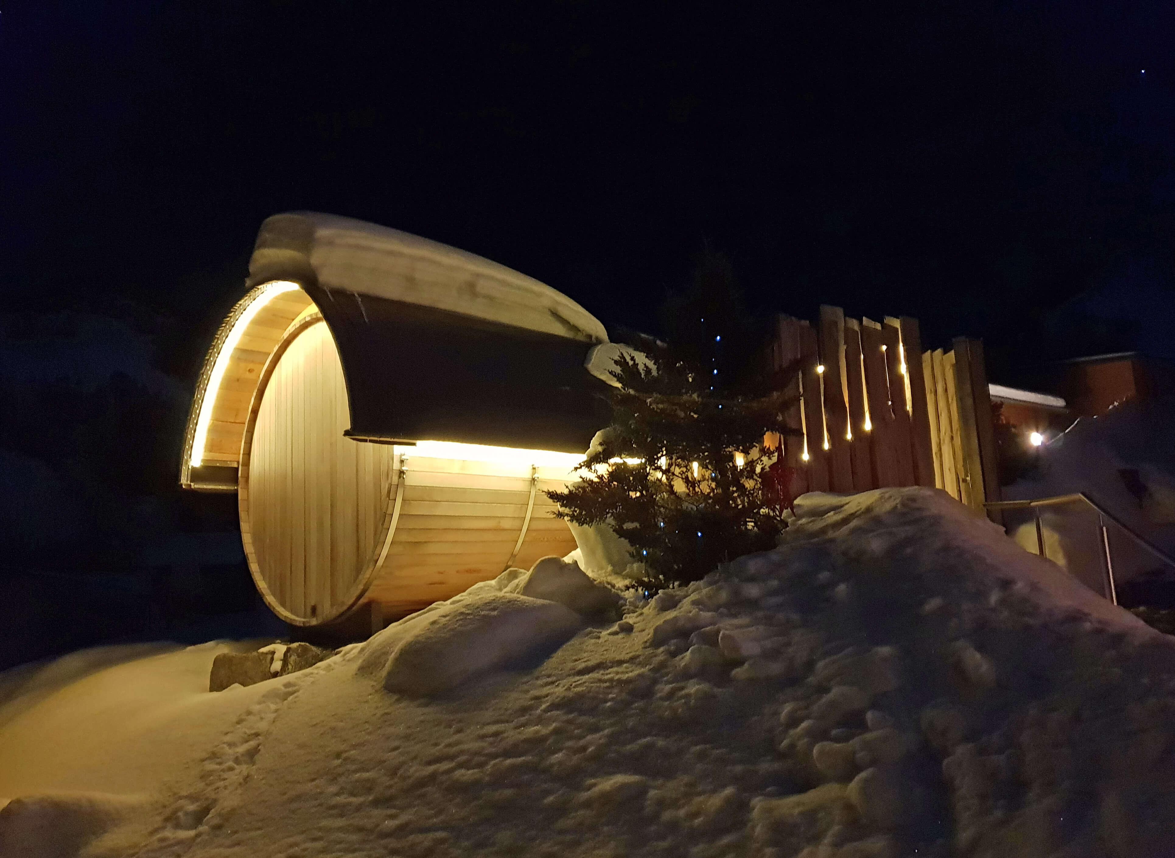 Fasssauna Winter Nacht
