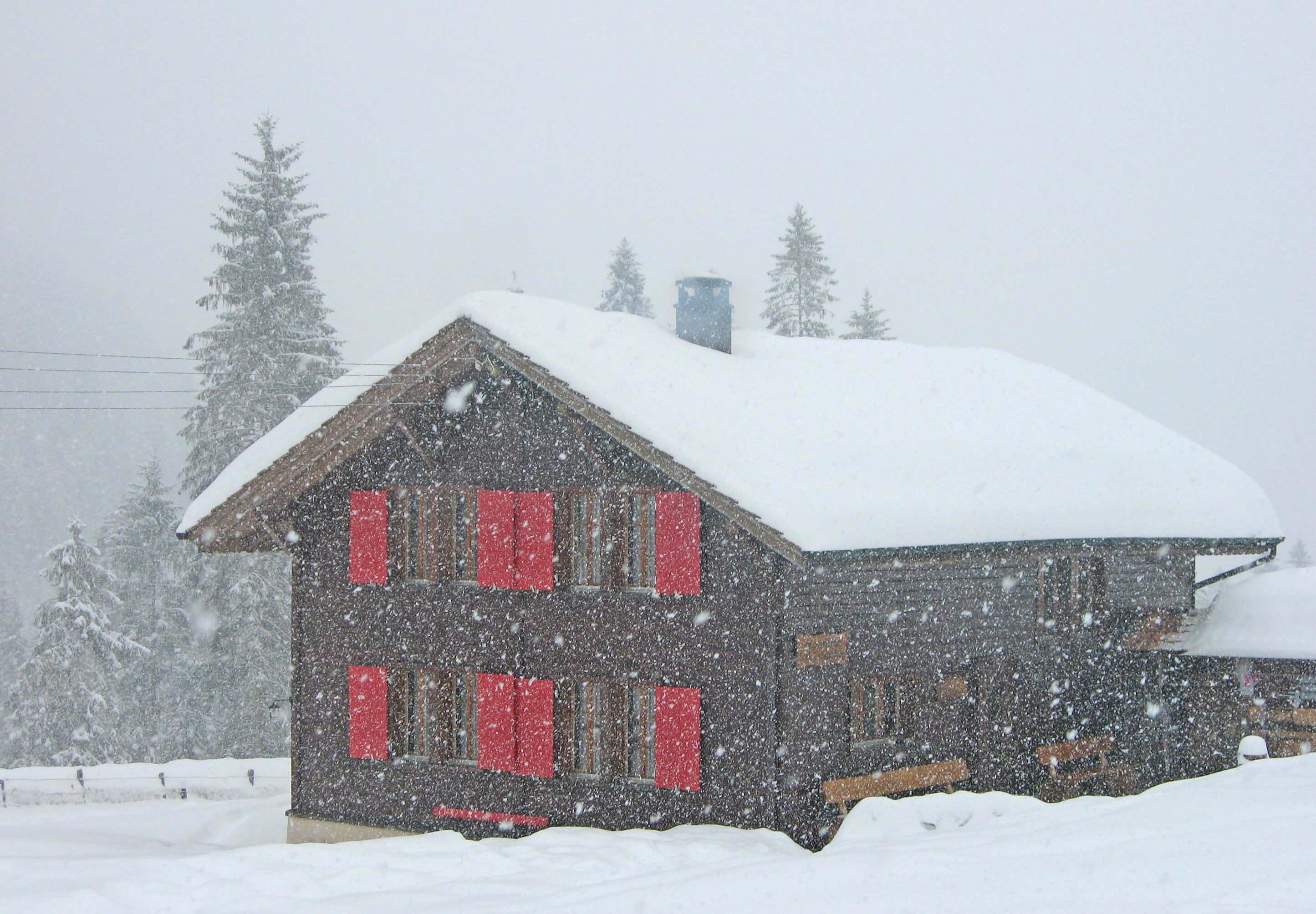 Haus Winter Aussenansicht Staldenmaadh-tte