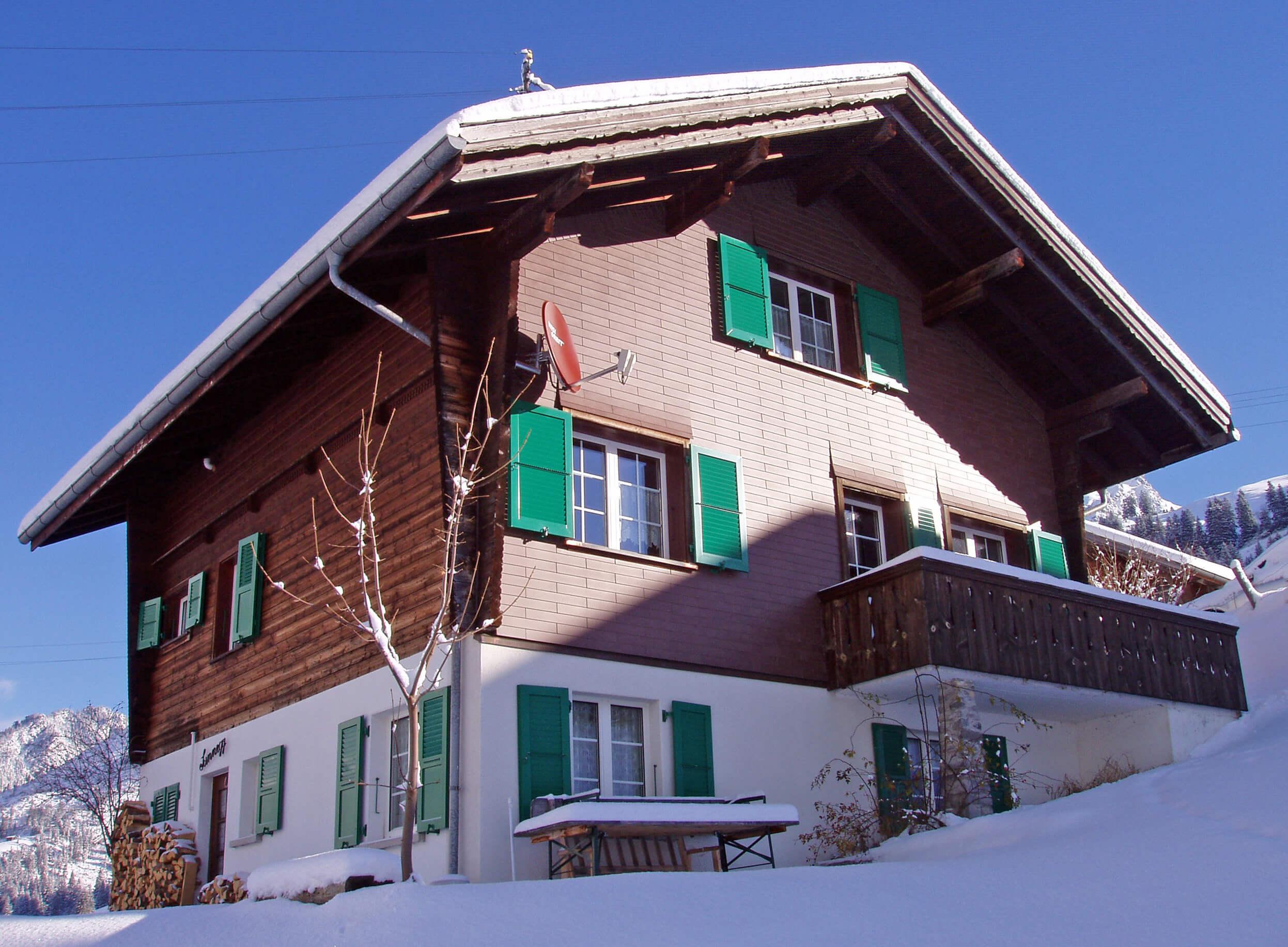 Aussenansicht Winter Chalet Sunnegg Balkon