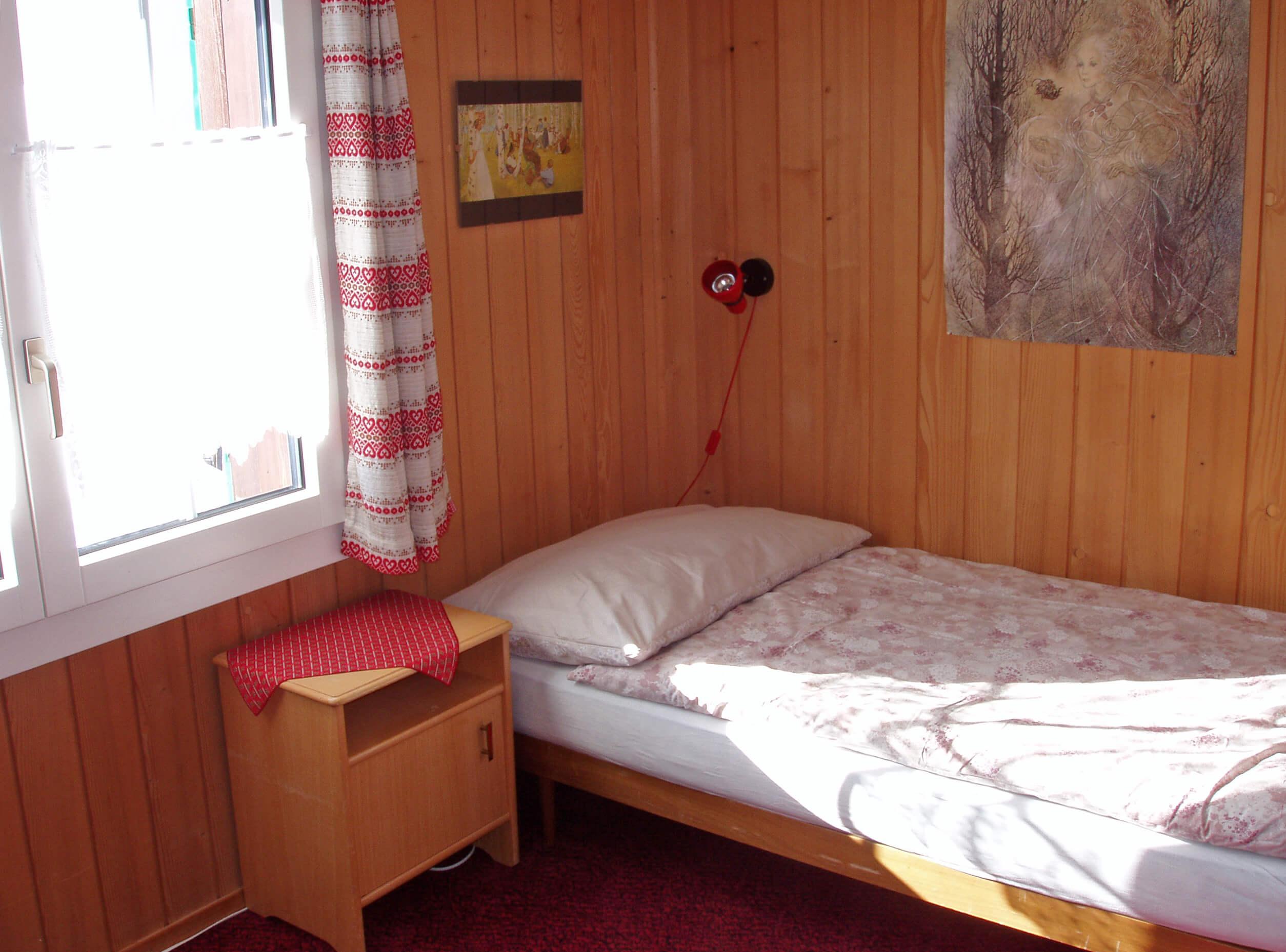 Zimmer Einzelbett Fenster