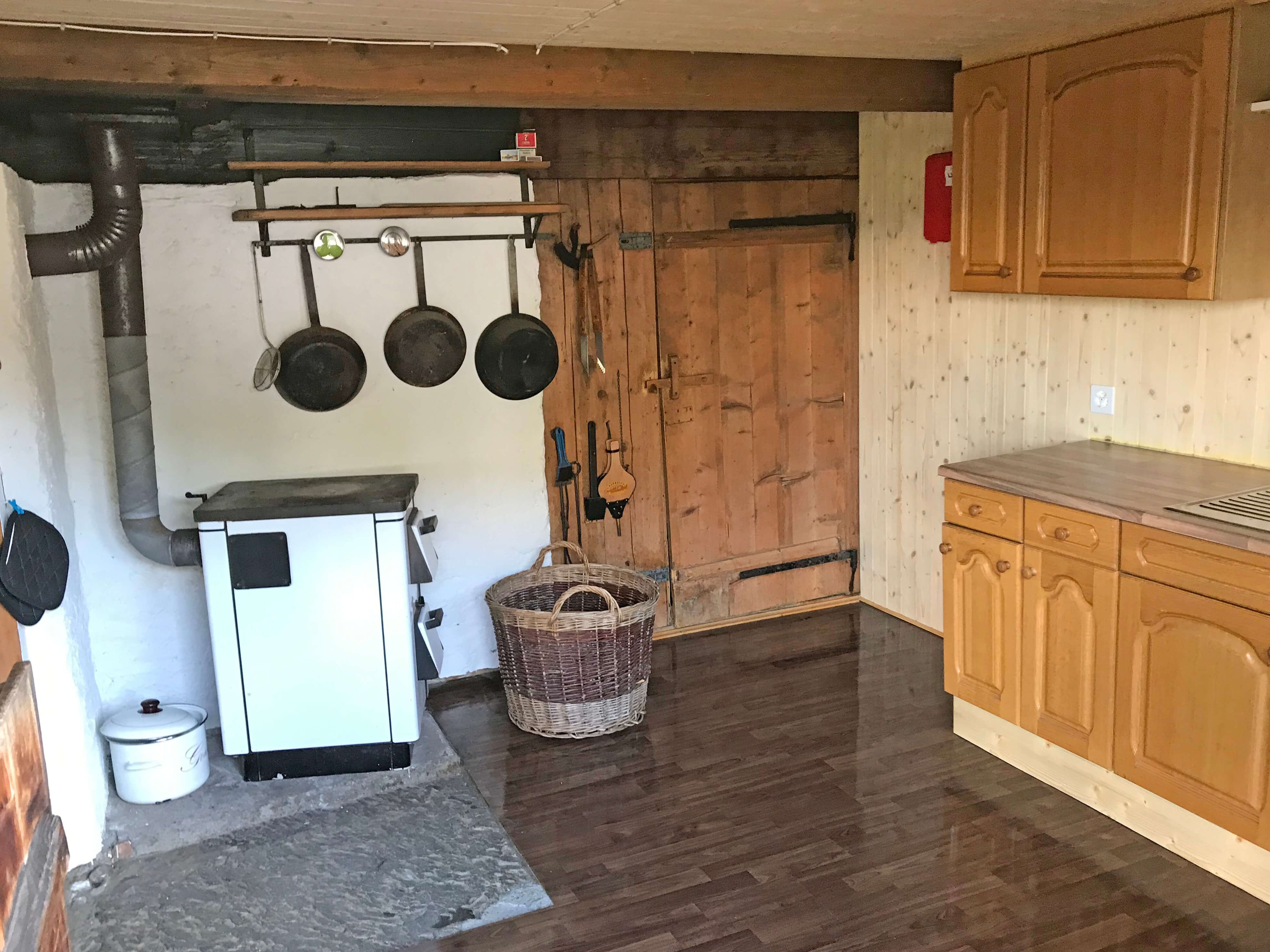 Küche Holzofen Alphütte Brüschtmoos