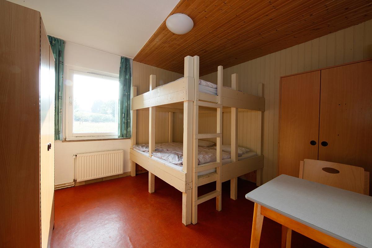 teilnehmerzimmer-vierbett