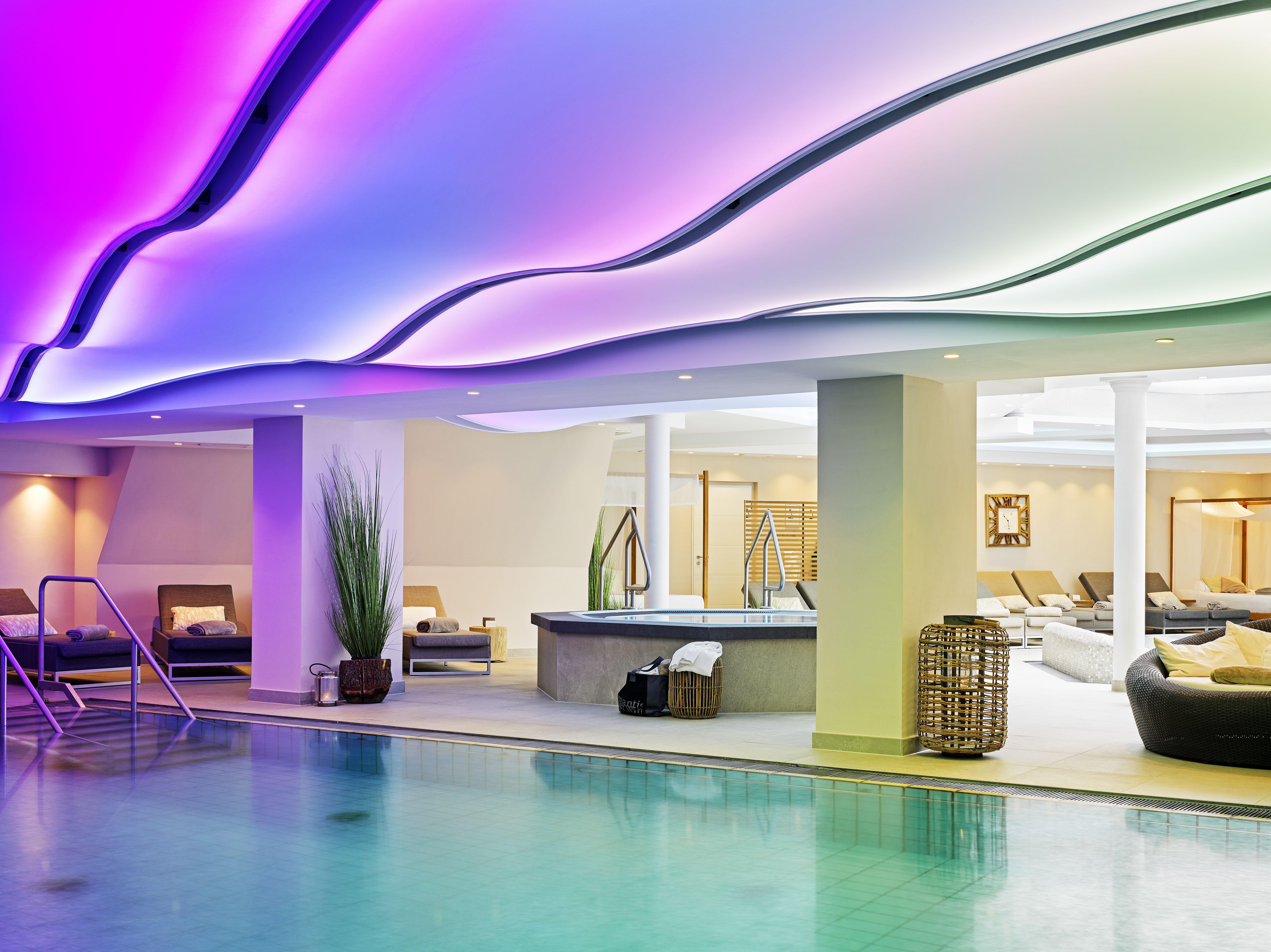 Romantischer Winkel - RoLigio & Wellness Resort - Poollandschaft