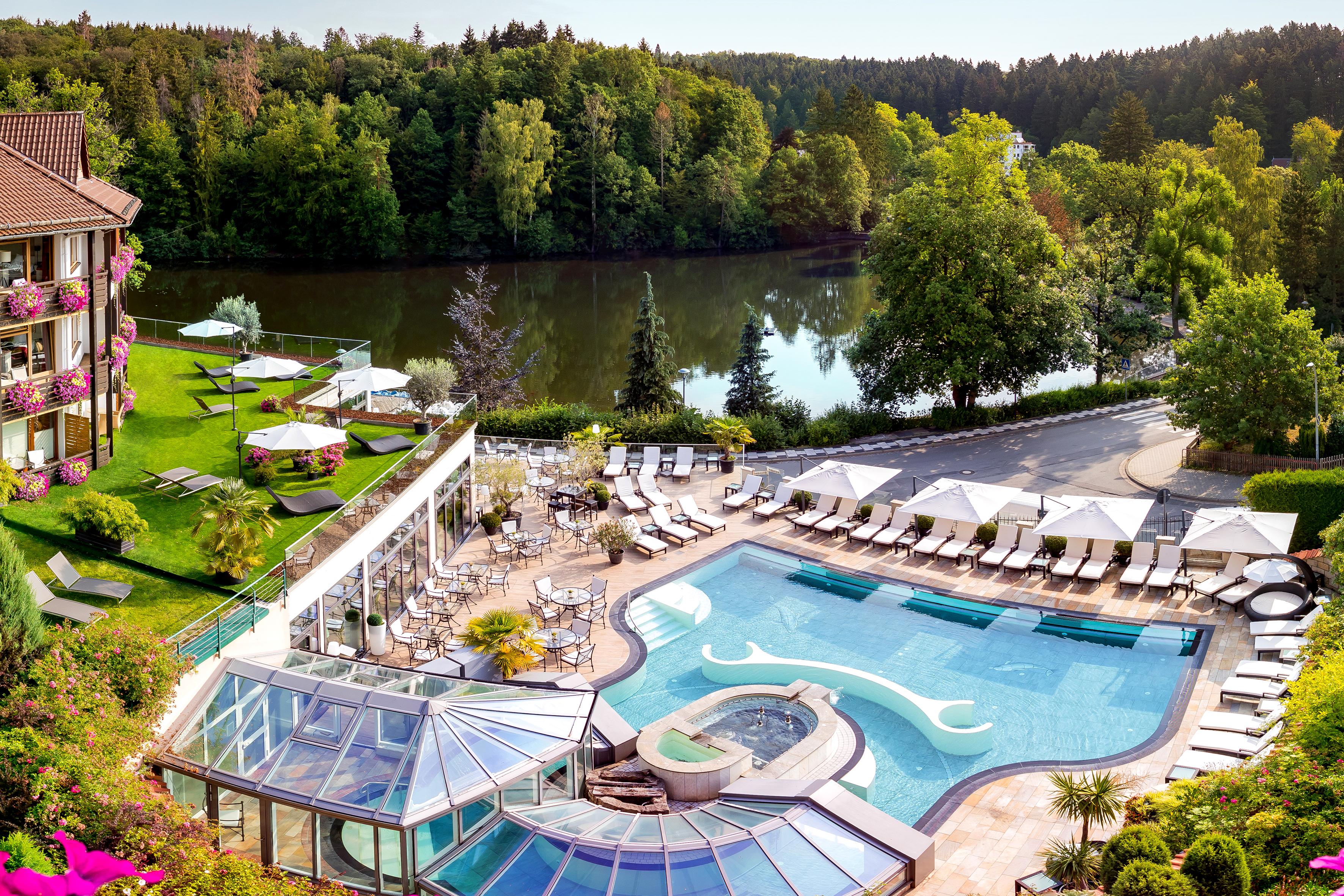Romantischer Winkel - RoLigio & Wellness Resort - Pool von oben